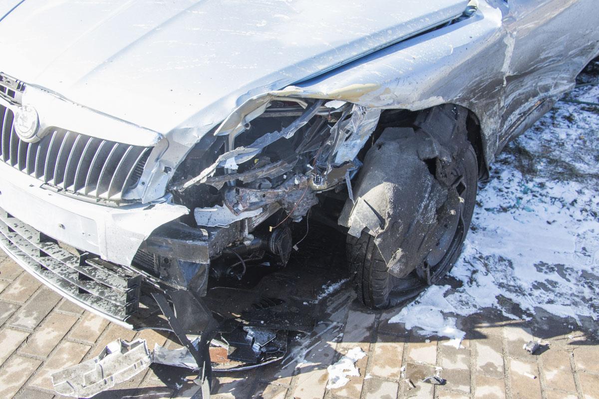 ДТП произошло на пересечении улиц Дорогожицкая и Елены Телиги