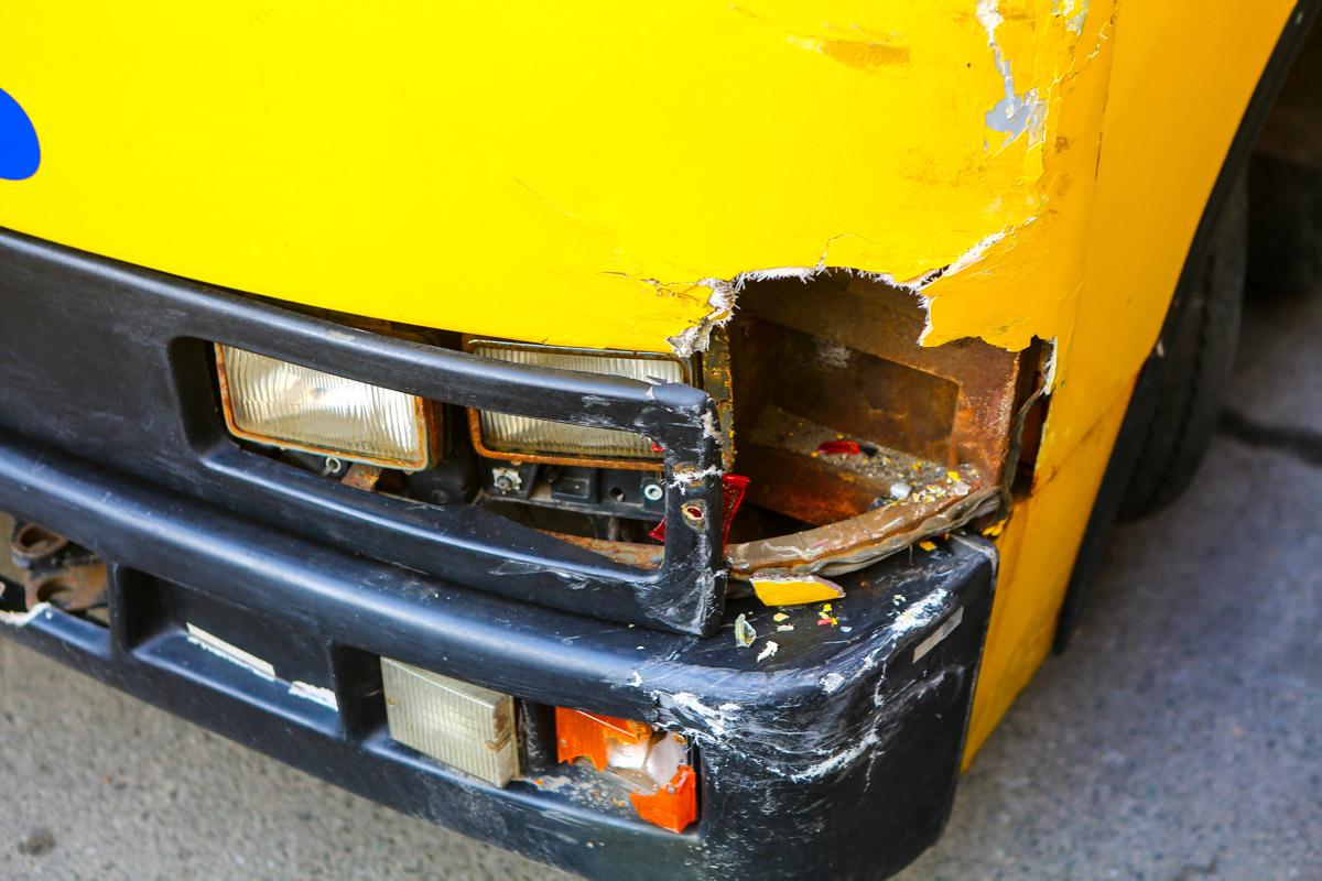 Маршрутное такси получило повреждения передней левой части