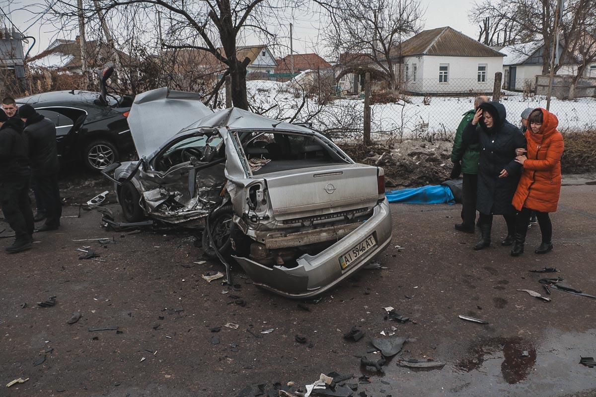 В Opel ехали два человека. По информации правоохранителей, от полученных травм пассажир погиб на месте, а водителя госпитализировали