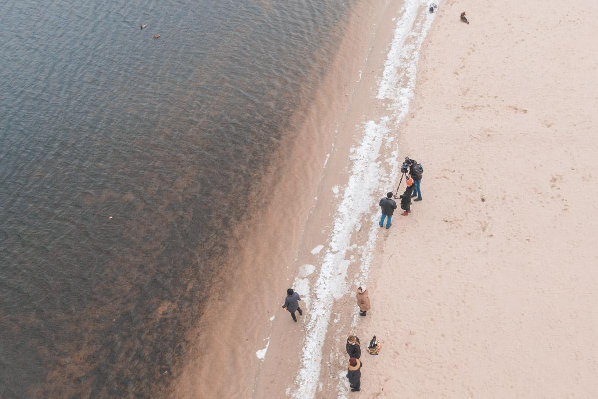 Участники благотворительной организации «Живая планета» и сотрудники киевского эколого-культурного центра приехали на пляж «Детский»