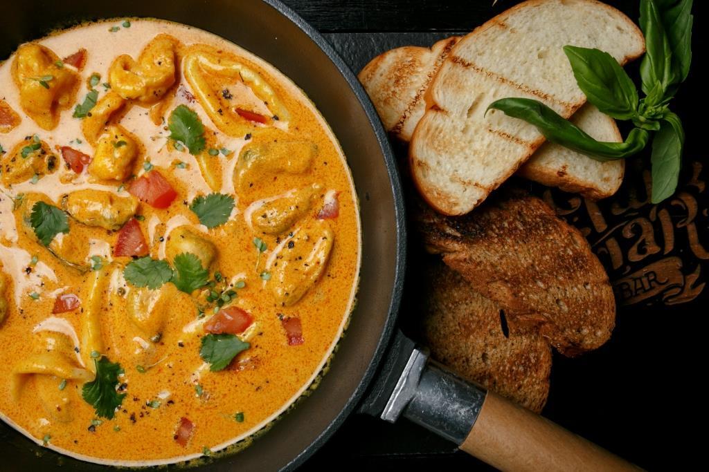 """Сковородка с морепродуктами в соусе """"Том Ям""""- 245 гривен"""