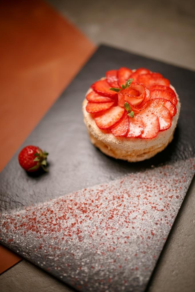 Новая подача традиционного и любимого Киевского торта - 135 гривен