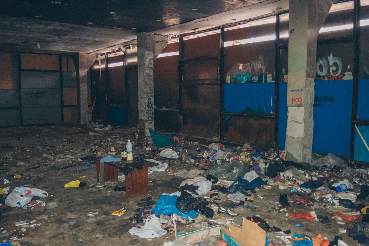 Затем там открыли ресторан с бильярдным клубом, который вскоре закрыли