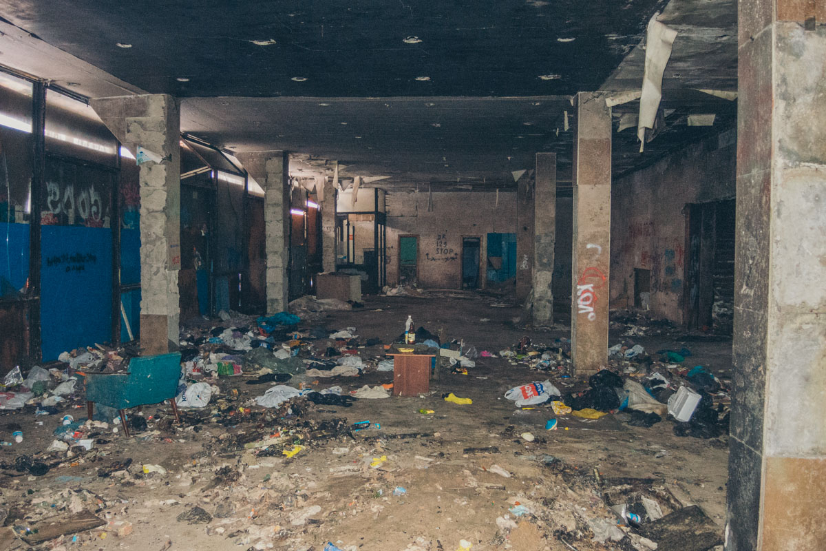 В 1998-м в здании создали продовольственный рынок, а зрительный зал освободили от кресел и зрительского оборудования