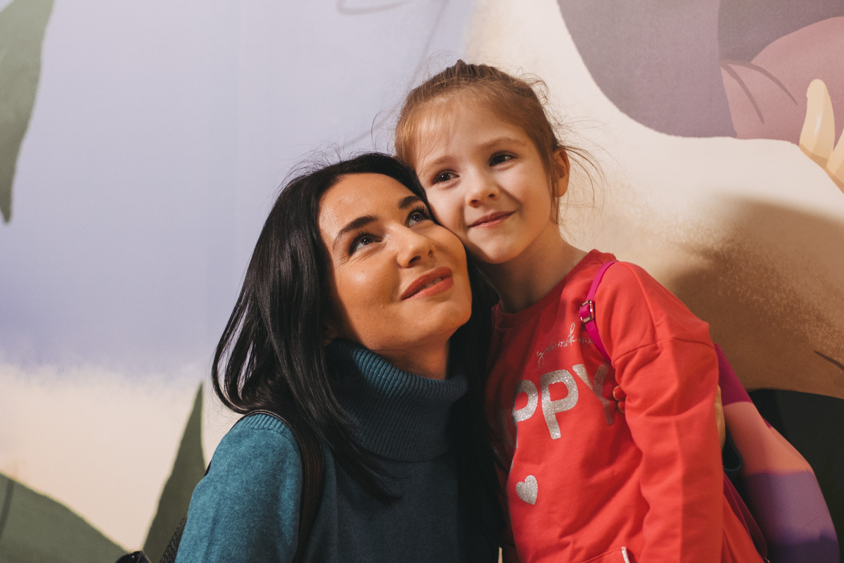 "А актриса сериала ""Школа"" Янина Андреева пояивлась в кинотеатре с дочкой"