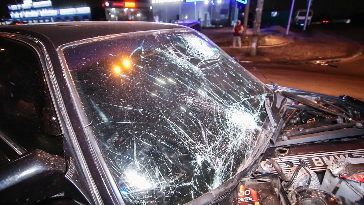 От удара оба автомобиля получили серьезные повреждения