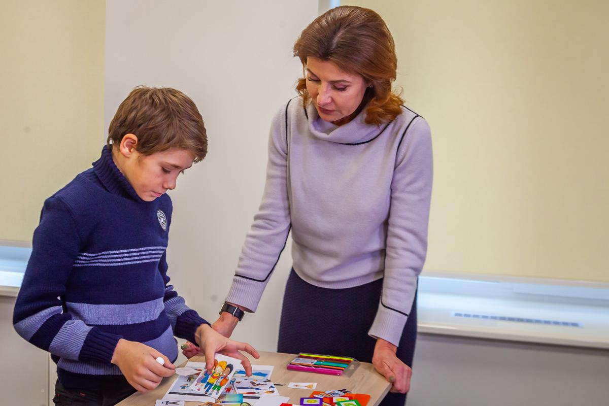 Марина Порошенко с воспитанником школы