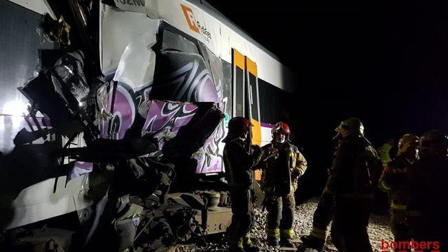 В окрестностях Барселоны произошло лобовое столкновение двух поездов
