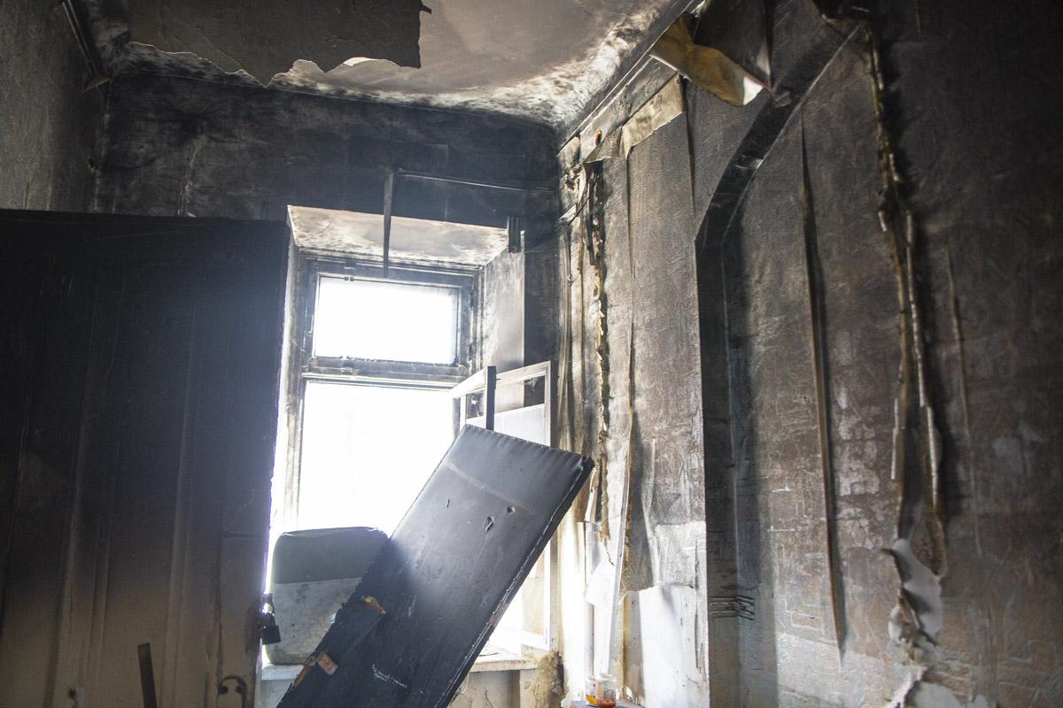 К счастью, пожар распространился только по одной комнате и не перешел дальше