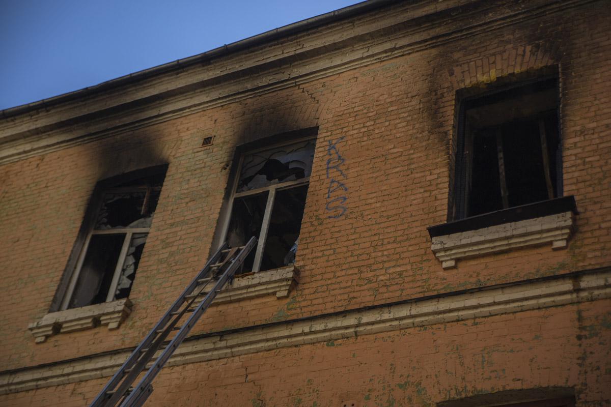 Второй раз за сутки горело старинное заброшенное здание на улице Сечевых Стрельцов, 91