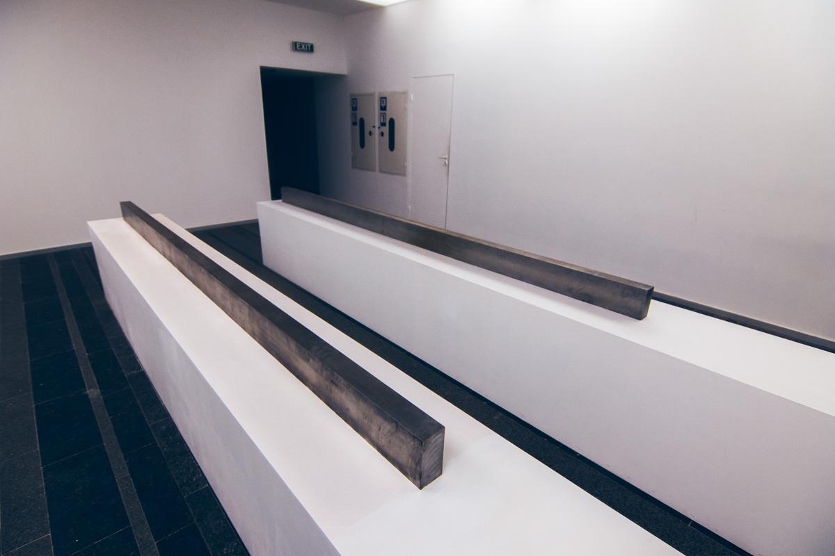 Дениел Тернер переплавил старые металлические кровати, найденные в закромах Винницкой областной психоневрологической больнице