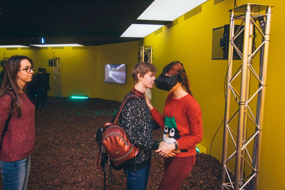 Зрителям предложили надеть VR-очки, чтобы очутиться в диком лесу