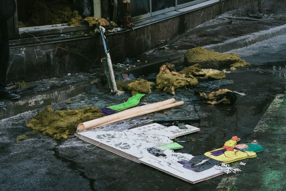 В результате пожара выгорели только два стекла в витрине, вся продукция и мебель внутри остались целыми