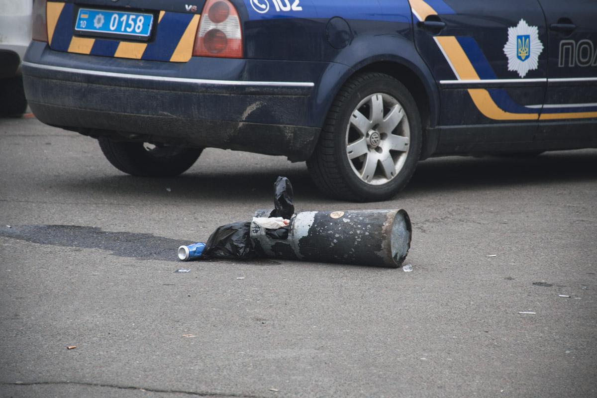 В результате стрельбы пострадал один человек. Нападавший скрылся с места происшествия