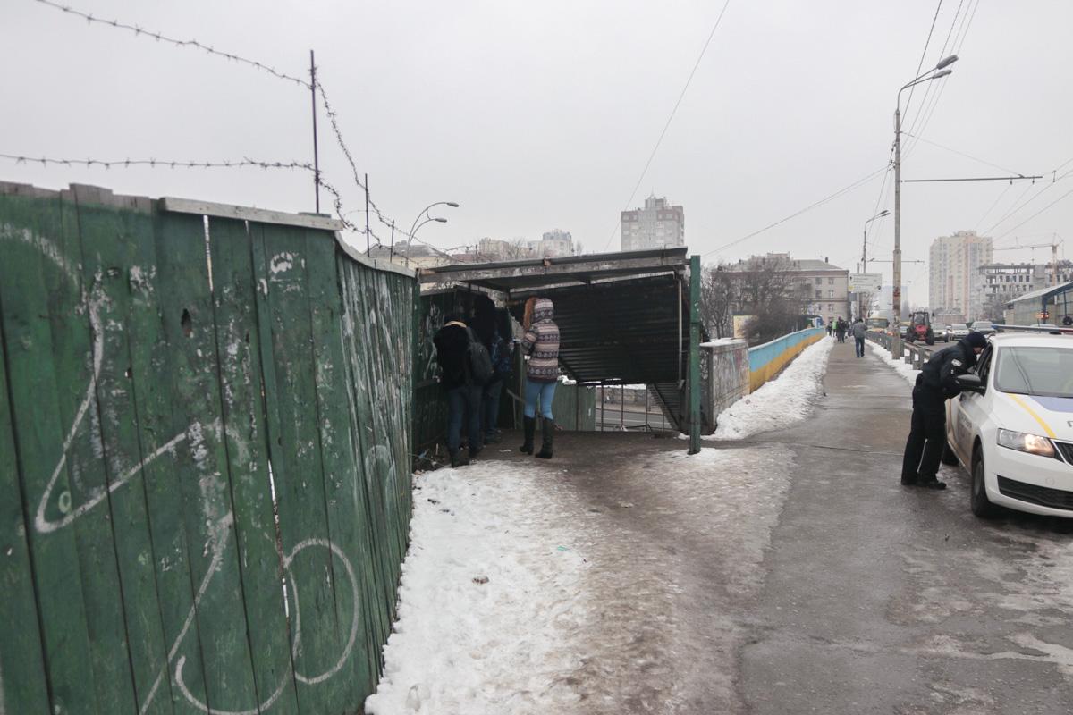11 февраля в Киеве под Индустриальным мостом прохожие обнаружили бездыханное тело мужчины