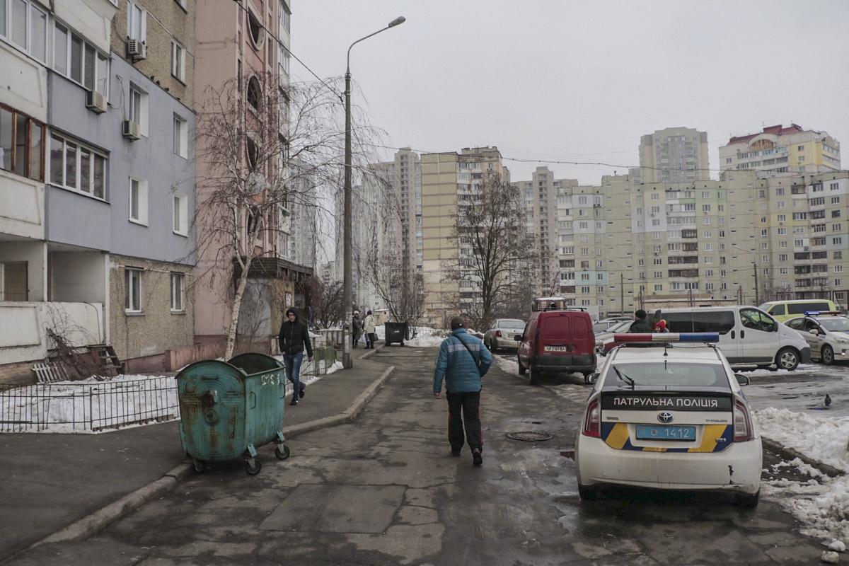 В понедельник, 11 февраля, в Киеве в жилом доме по адресу улица Радунская, 18а ножом ранили мужчину