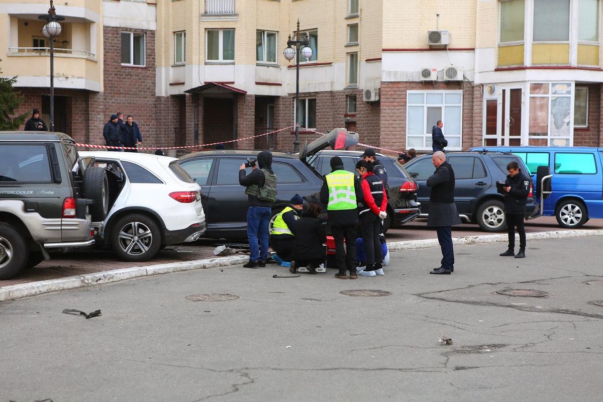 В Киеве на Оболони взорвалась Audi Q7