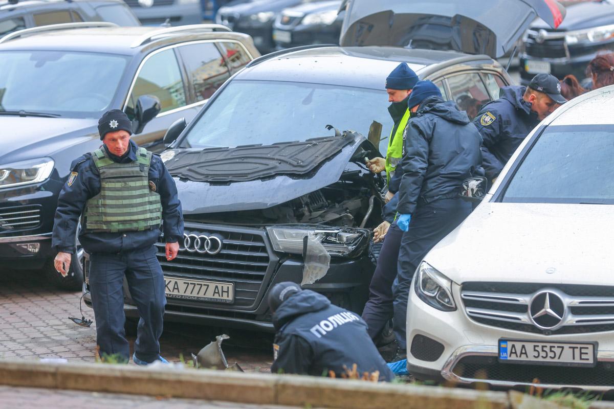 Предварительно, источник взрыва находился в районе переднего левого колеса