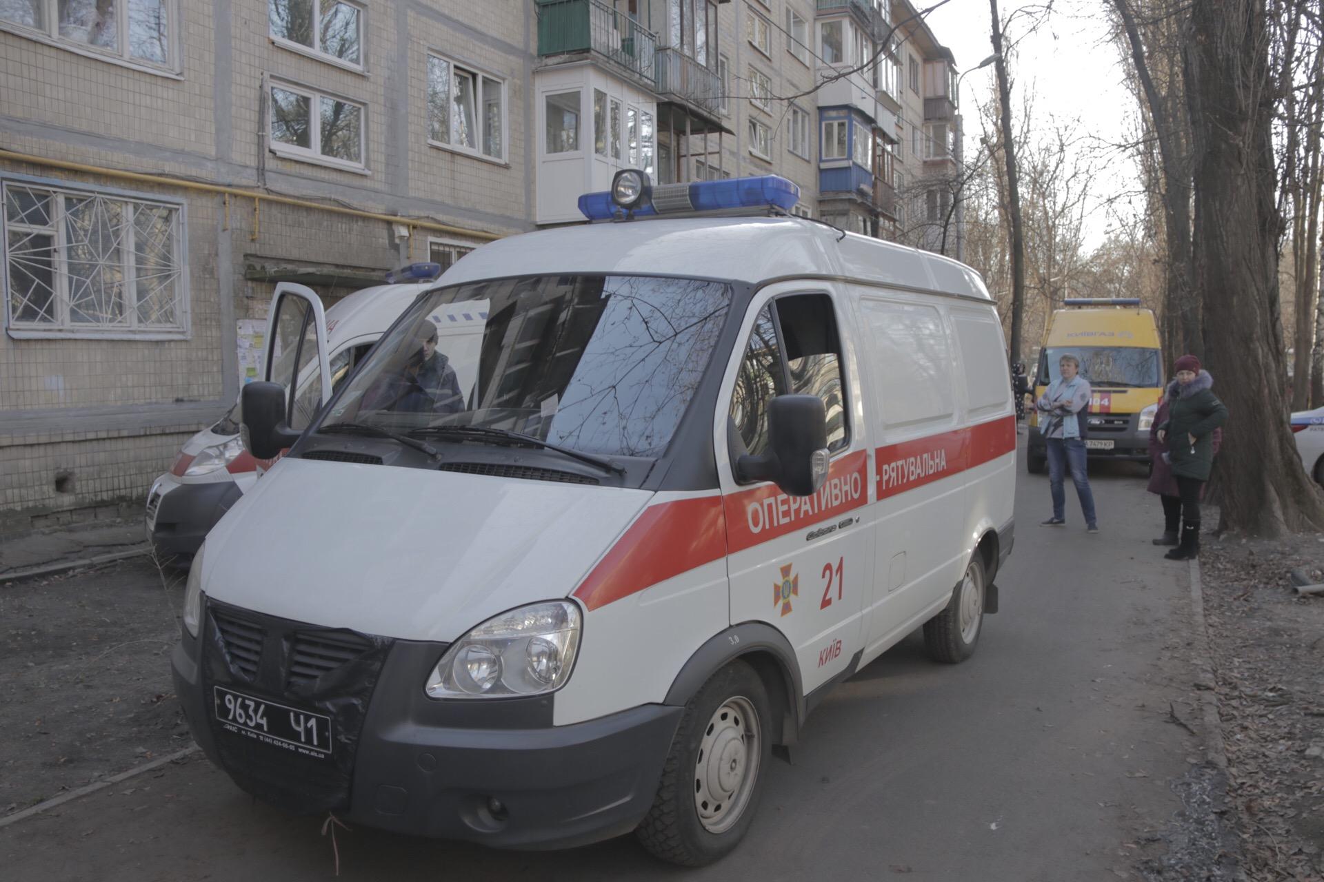 На месте работали пять единиц основной и специальной техники спасателей, а также дежурили медики и патрульные
