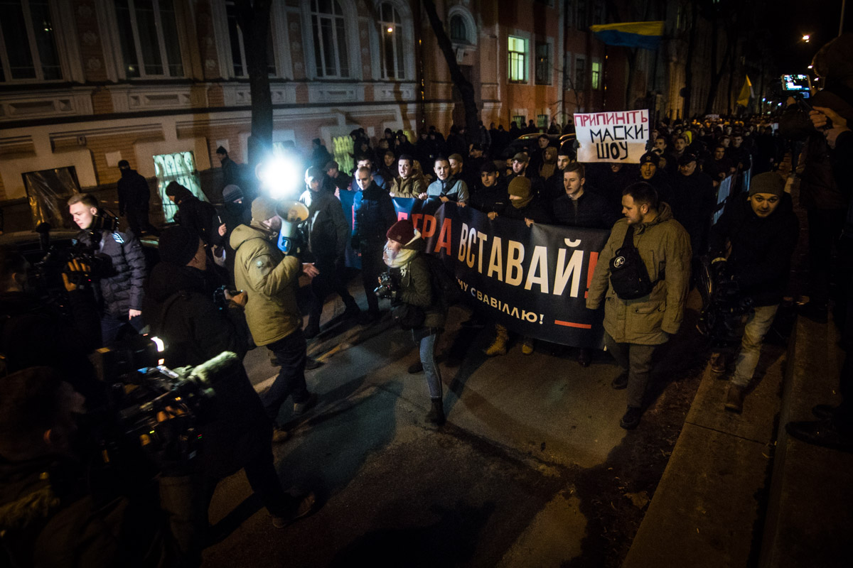 Во главе марша были лидеры и участники С14. Кроме них, среди нескольких сотен участников акции, находились участники АТО и просто люди, недовольные работой полиции