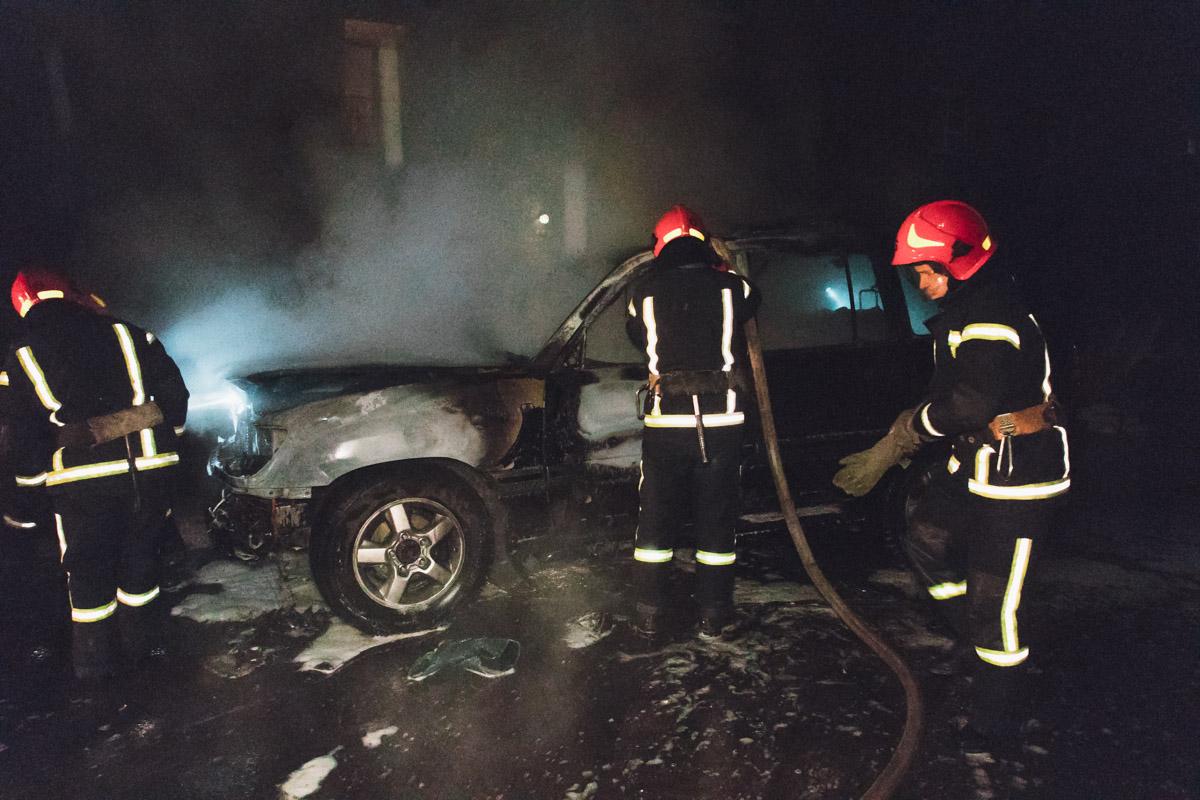 ВКиеве сожгли Land Criuser депутата