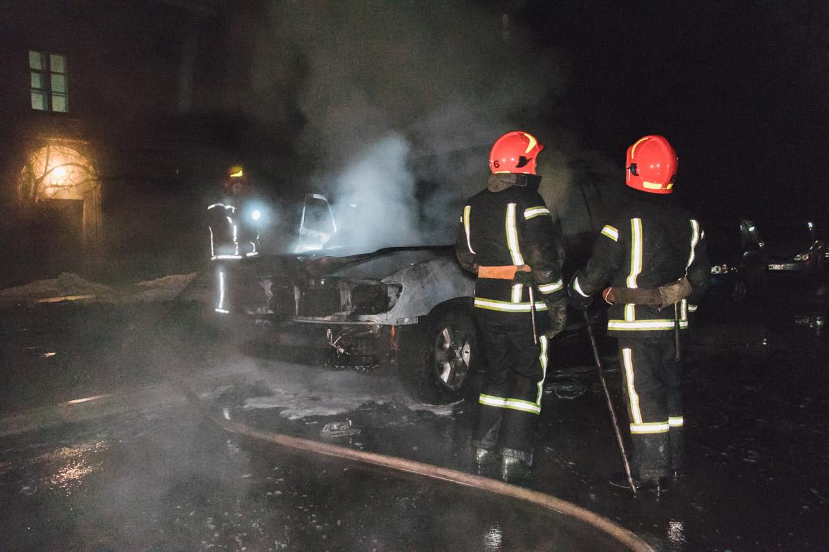 Ночью 12 февраля в Киеве на проспекте Победы в одном из дворов загорелась Toyota