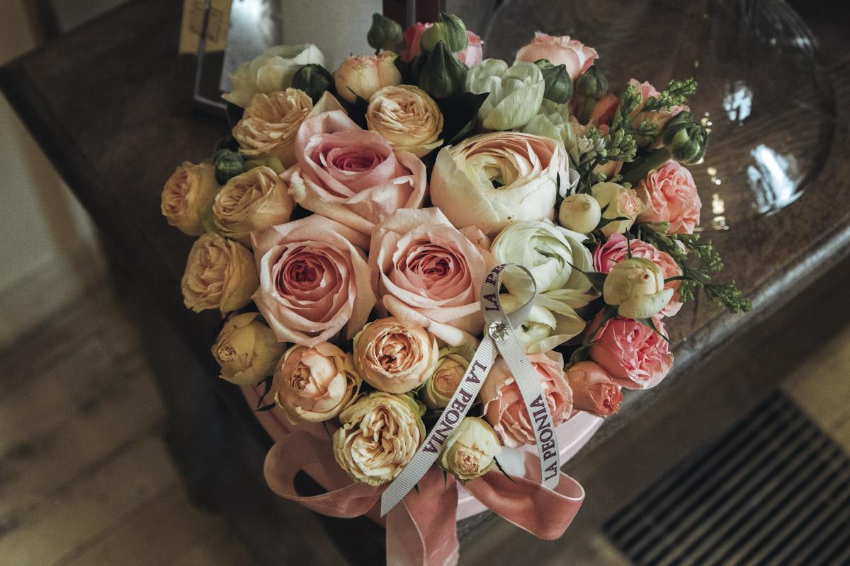 К тому же цветы являются не только отличным дополнением к любому подарку, но и вполне могут порадовать любимого человека самостоятельно