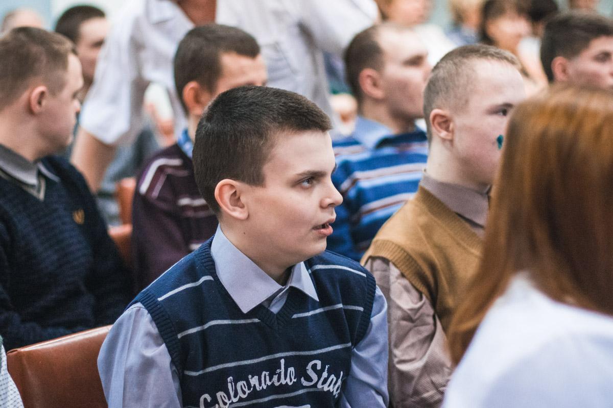 В детском доме проживают 186 мальчиков от 10 до 35 лет