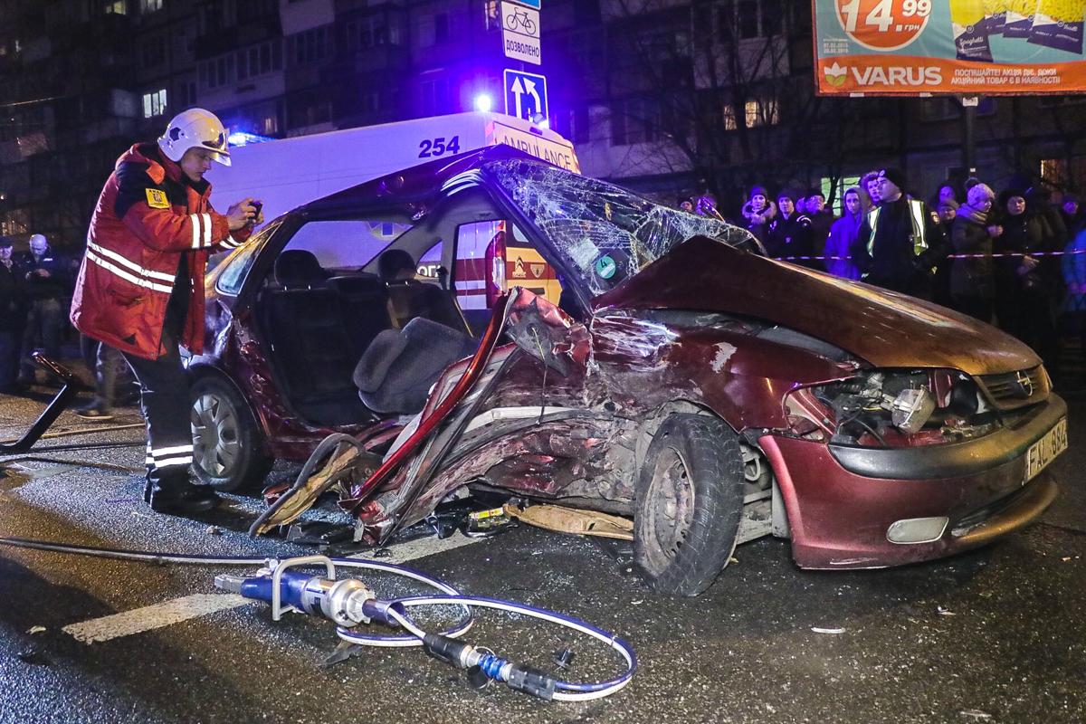 По словам очевидцев, Opel ехал на красный свет