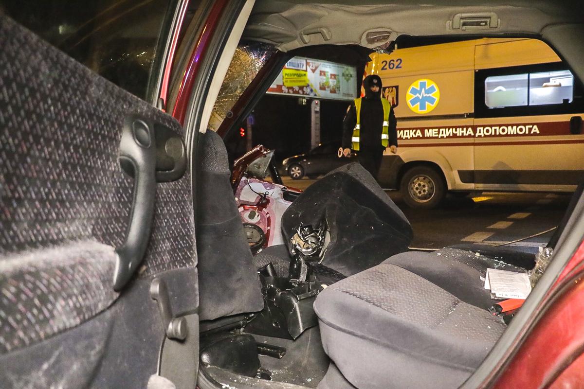 Водителя и пассажира госпитализировали в срочном порядке