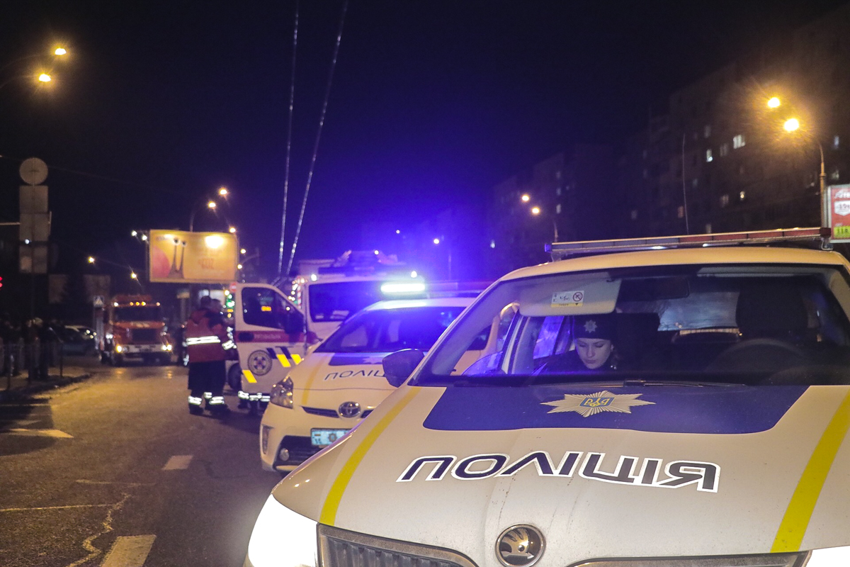 На месте происшествия работали два наряда полиции