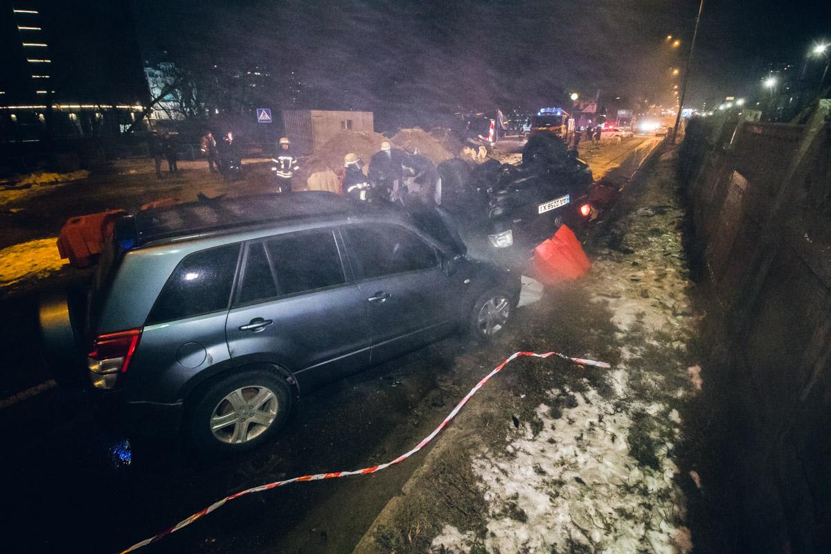 Вечером 10 февраля в Киеве на съезде с моста Метро произошла авария