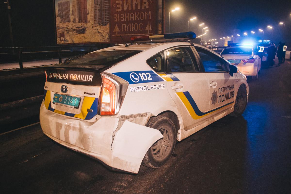 Полицейский Prius получил повреждения в задней части