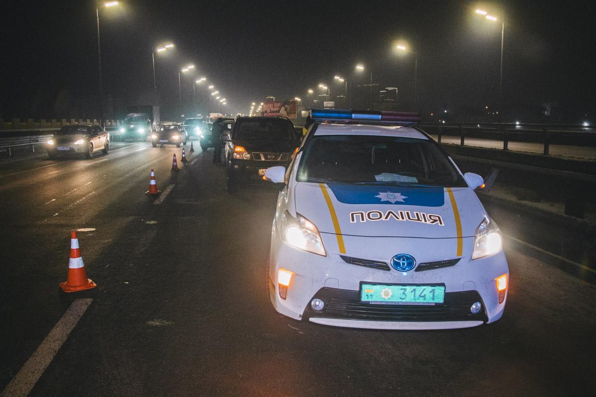 На месте происшествия работали 3 наряда полиции и карета скорой помощи