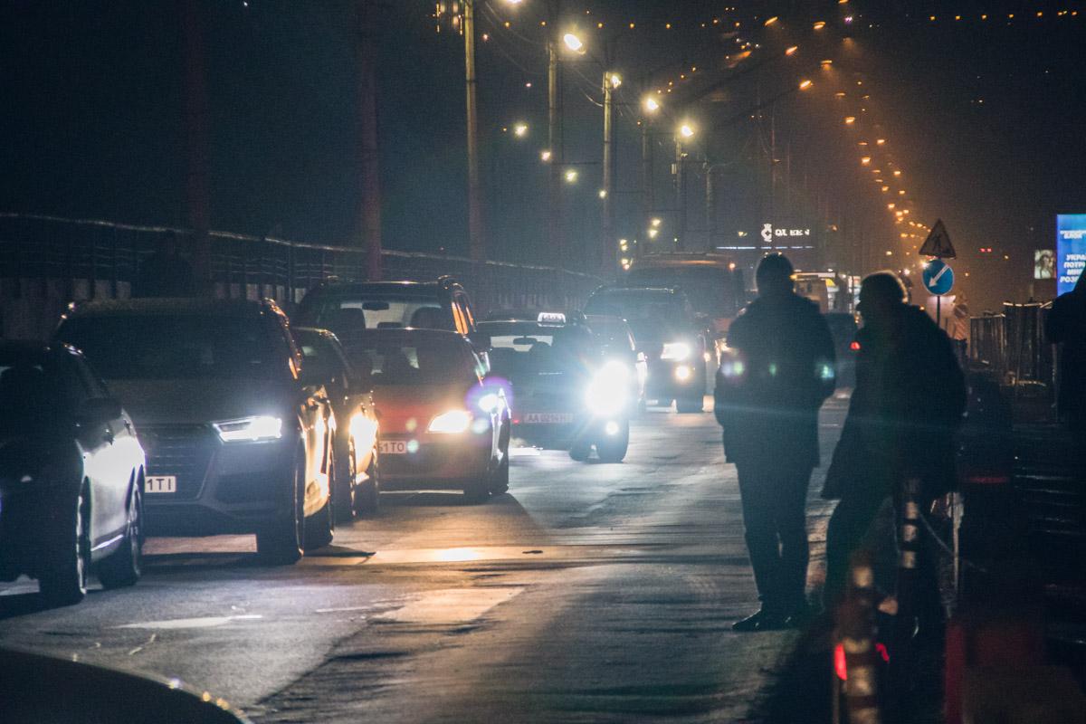 Движение по мосту Метро в обе стороны перекрыто