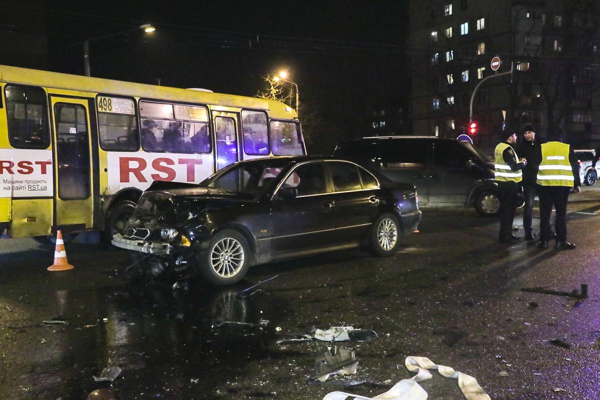 Автомобиль BMW поворачивал с улицы Кибальчича, когда на встречу ему выехал Opel