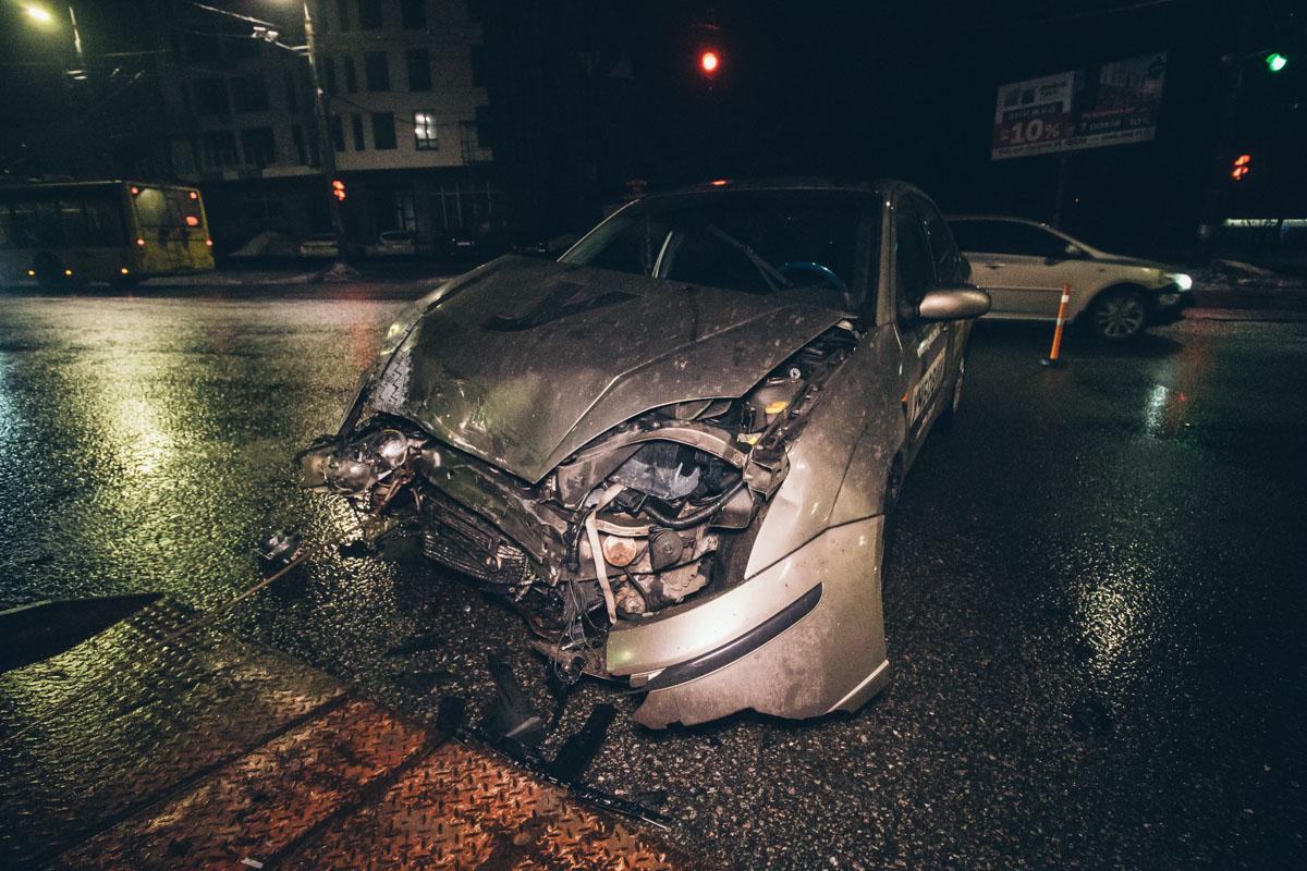 Учебный автомобиль Ford столкнулся с Audi