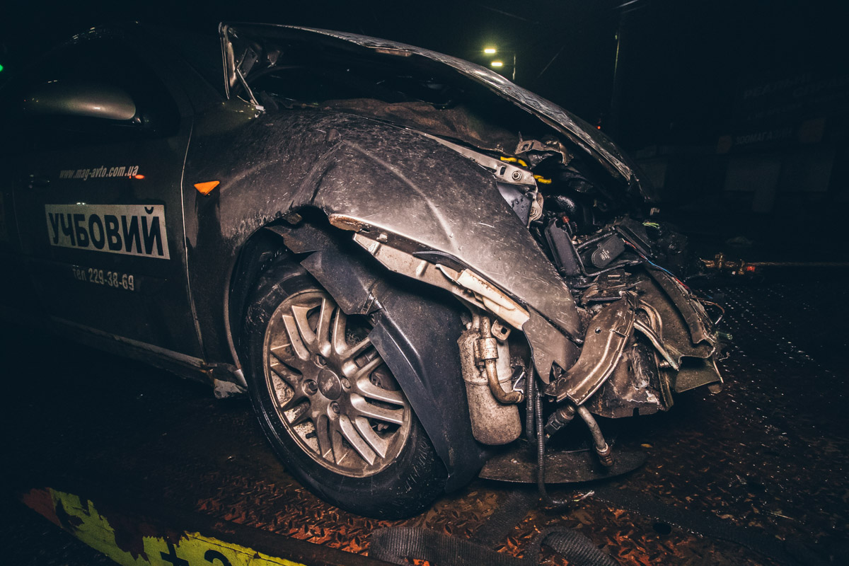 В результате аварии Ford получил сильные повреждения в передней части