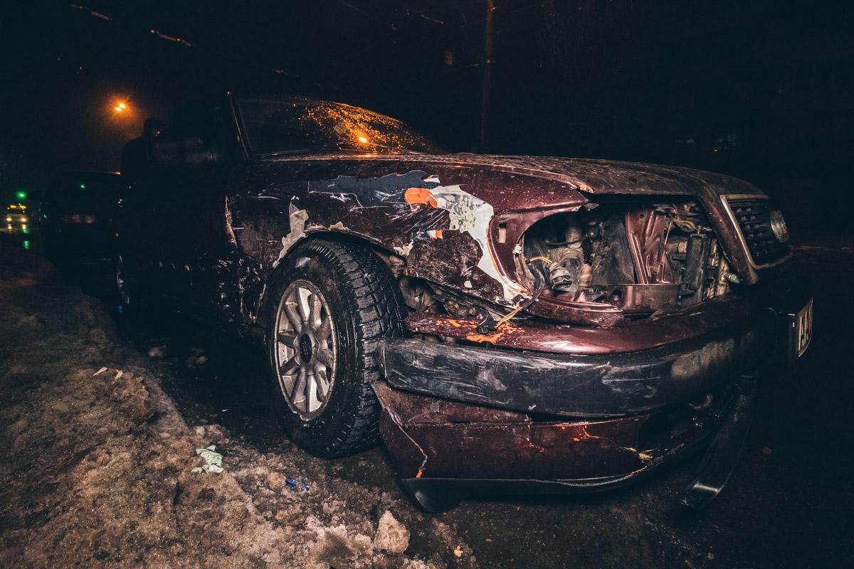 Audi практически не пострадал, получив небольшую вмятину и царапины на боковом крыле