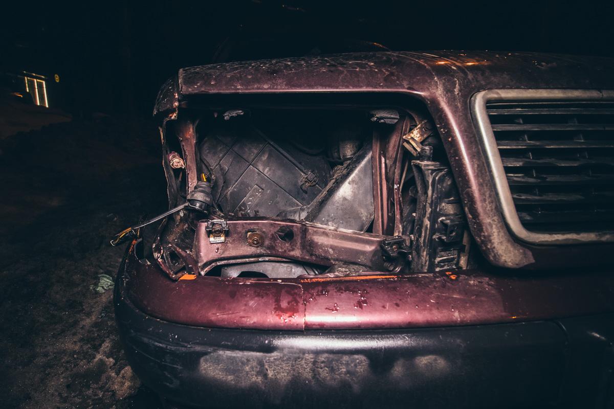 Также у Audi поврежден бампер