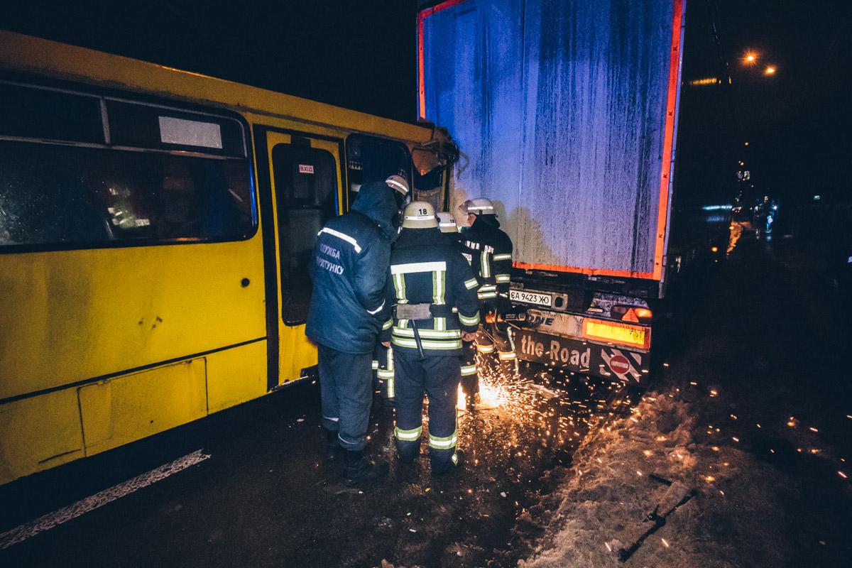 Спасатели вырезали потерпевшего с помощью бензореза