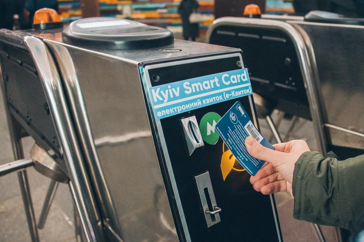 Электронным билетом теперь можно пользоваться не только в метро, но и в городской электричке