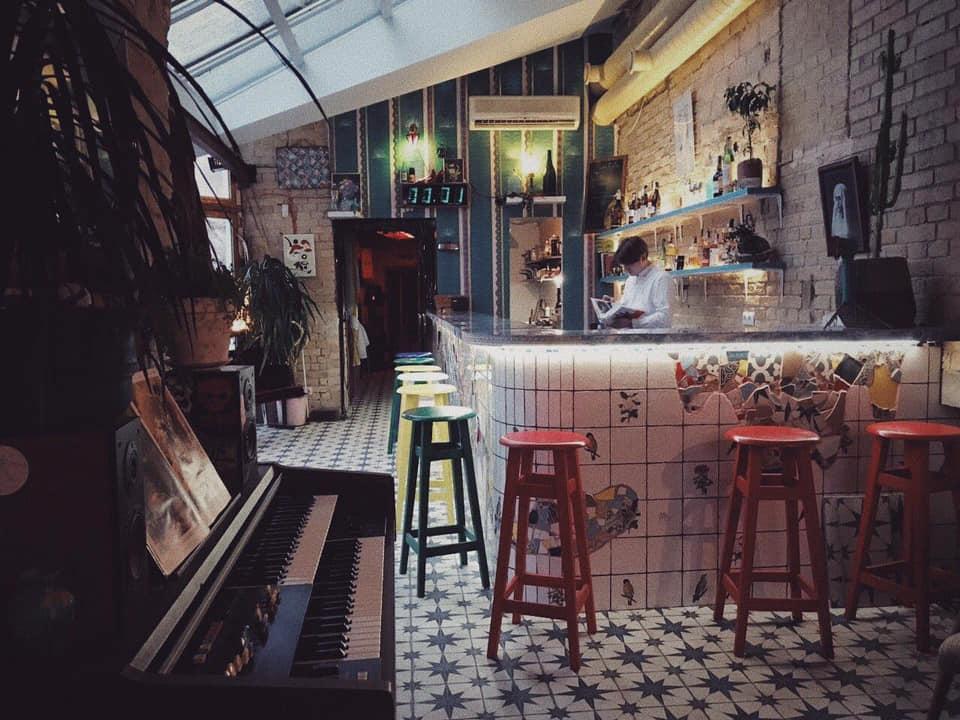 Идеальное место для любителей коктейлей и творческой атмосферы