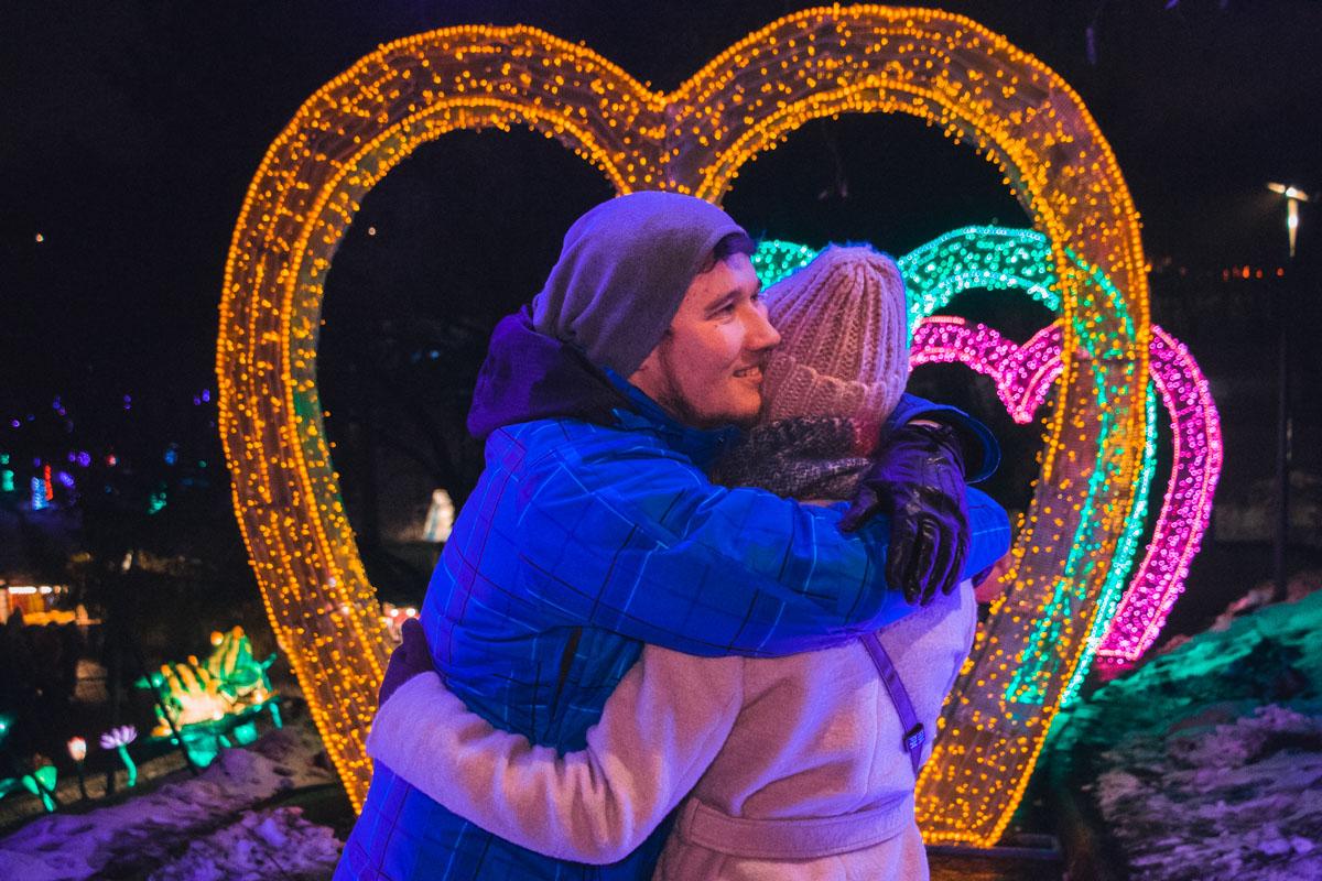 Среди гостей праздника было большое количество влюбленных пар