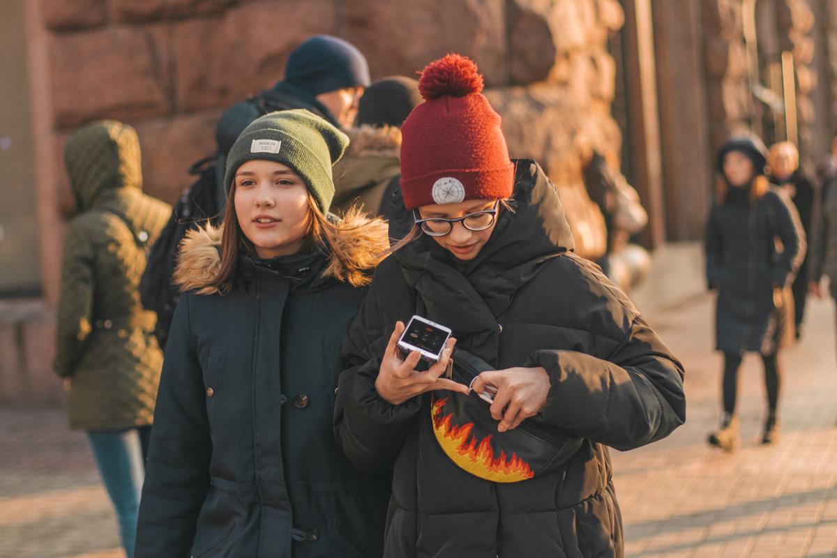 """Да, мам, мы надели шапки и не замерзли.."""
