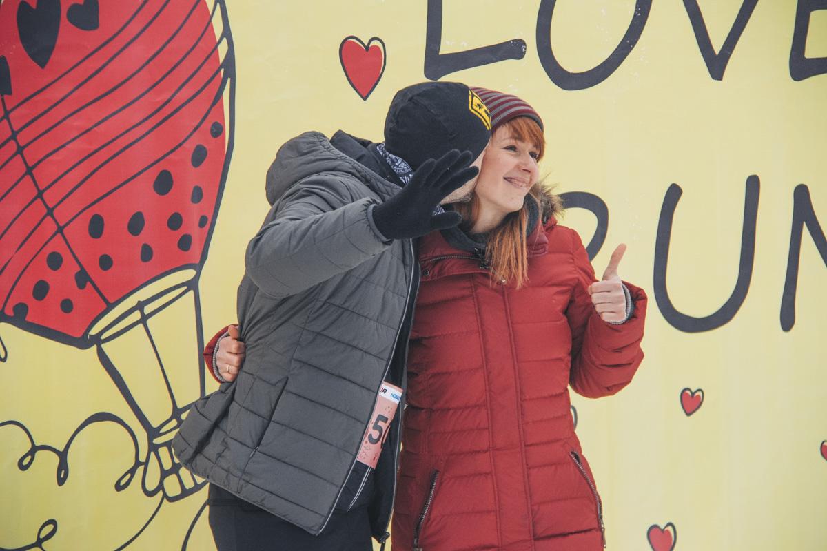 В забеге участвовали как влюбленные пары, так и одинокие люди, которые хотели найти свою половинку на мероприятии