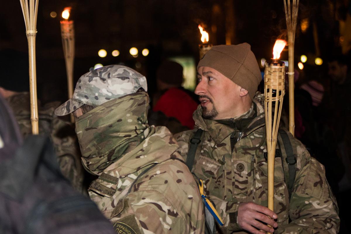 На Крещатике и Майдане Независимости собрались семьи погибших, участники протестов и боевых действий на Майдане и обычные украинцы