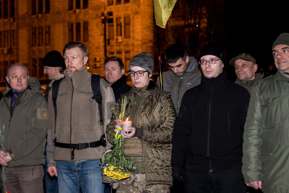 Жители Киева организовали лепестковое шествие и прошли колонной от Крещатика до улицы Институтской