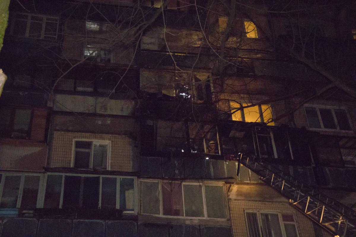 Горели балконы на шестом и седьмом этажах