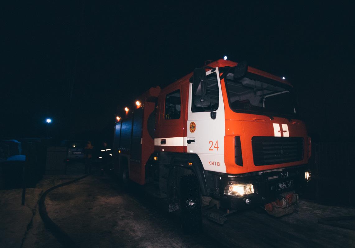 На месте работали пять единиц основной и специальной пожарно-спасательной техники, а также дежурили медики и патрульные